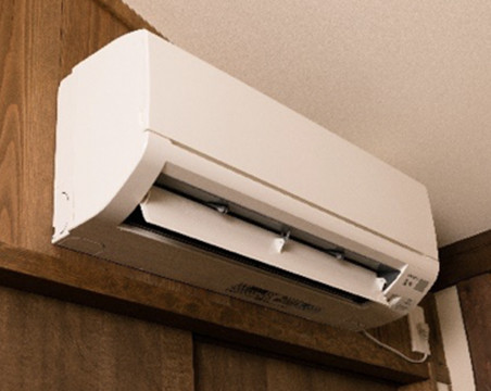 Air conditioner (heat and cool) in flooring room